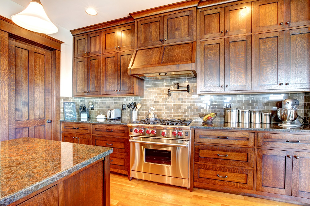 7 ways to keep your kitchen cabinets clean looking new for Looking for kitchen